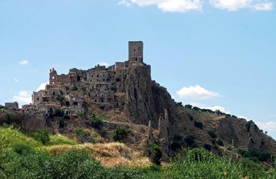 Opuszczone miasto Craco we Włoszech
