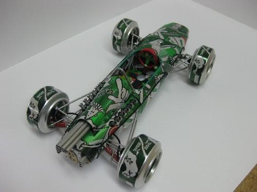 Model wykonany z puszek po 7up