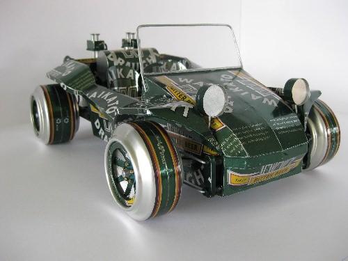 Buggy auto wykonane z puszek po piwie