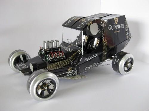 Guinness auto wykoane z puszek po piwie