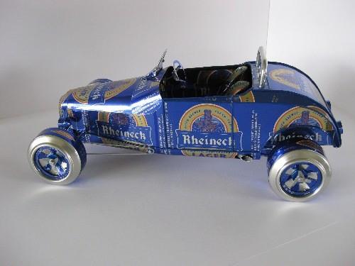 Roadster - model wykonany z puszek po piwie