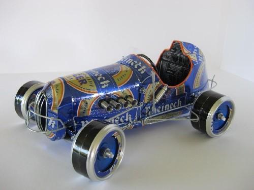 Racer - model wykonany z puszek po piwie