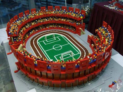 Miasteczko sportowe zbudowane z LEGO