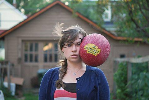 Piłką w głowę