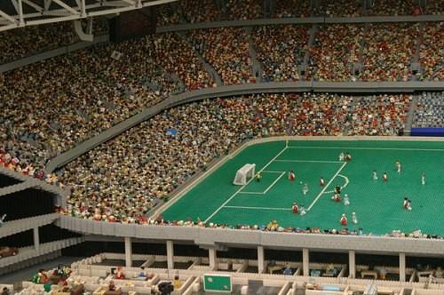 Stadion piłkarski z LEGO