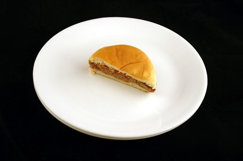 jak wygląda 200 kalorii - cheesburger