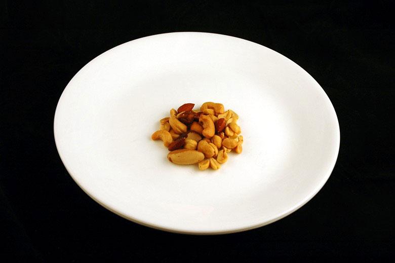 jak wygląda 200 kalorii - solone orzeszki