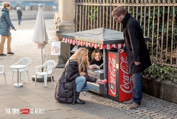akcja promocyjna coca coli mini kioski