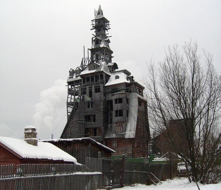 drewniany dom gangstera w Rosji