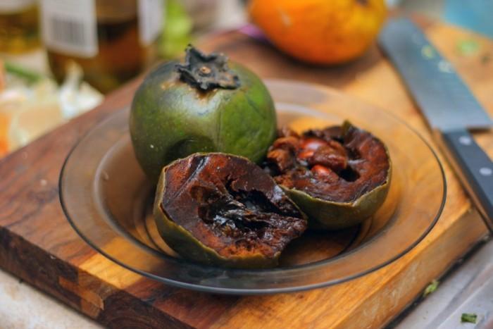 Dziwne owoce - czarne sapote