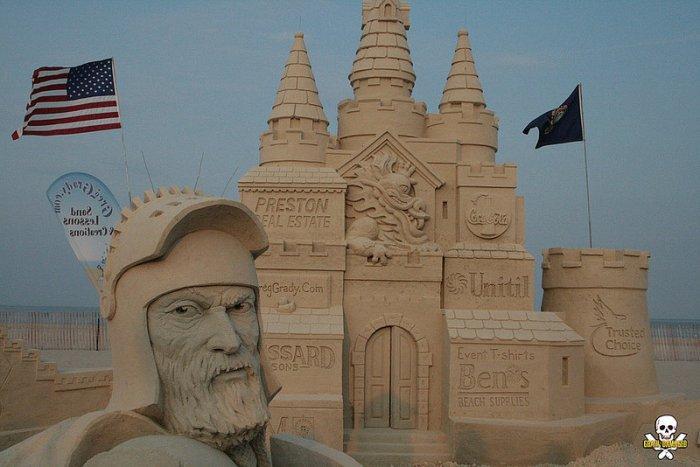 Ogromne rzeźby z piasku