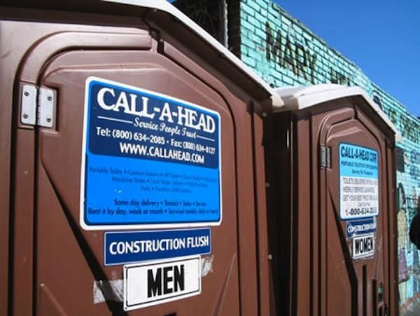 czysciciel przenosnych toalet