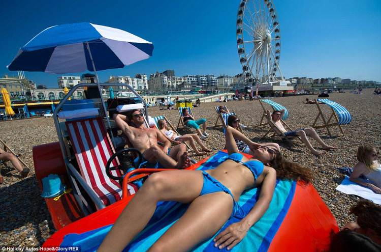 leżak plażowy na kółkach