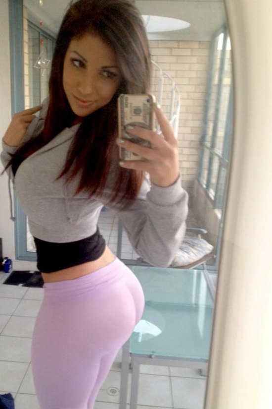 sexy-girls-yoga-pants-36