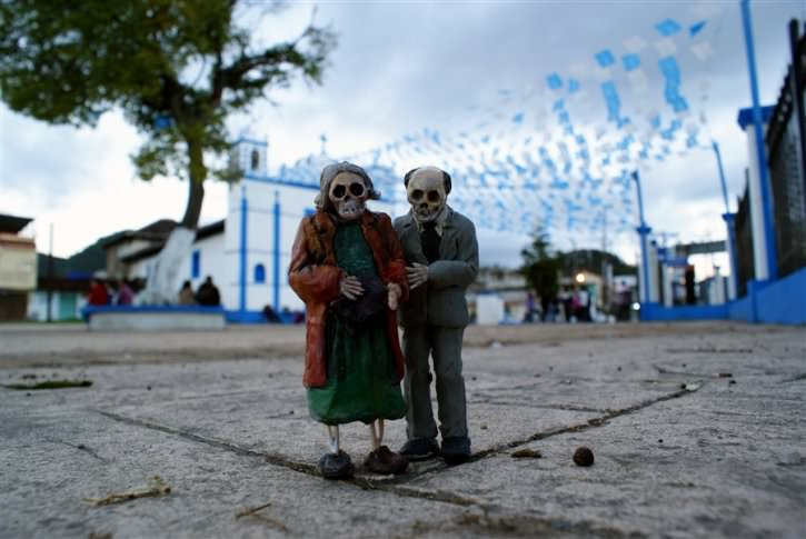 miniaturowe-szkielety-na-ulicach-2
