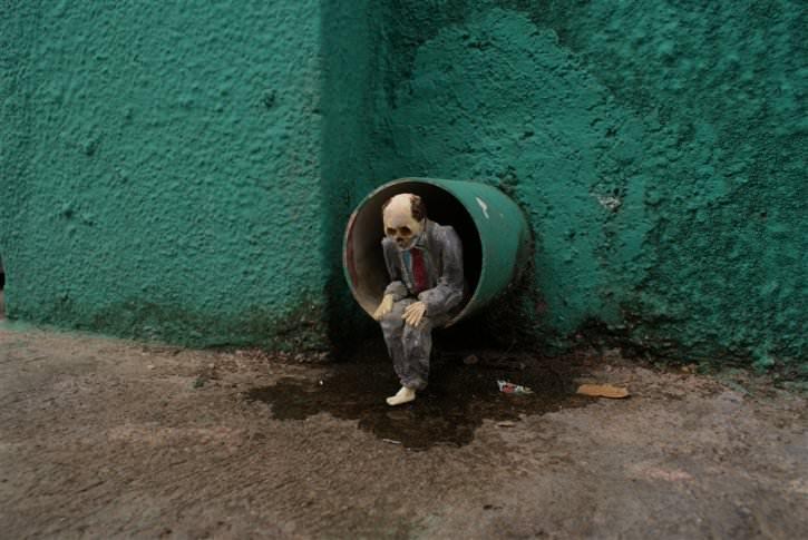 miniaturowe-szkielety-na-ulicach-4