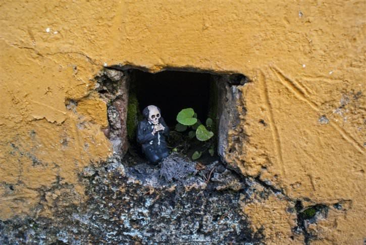 miniaturowe-szkielety-na-ulicach-7