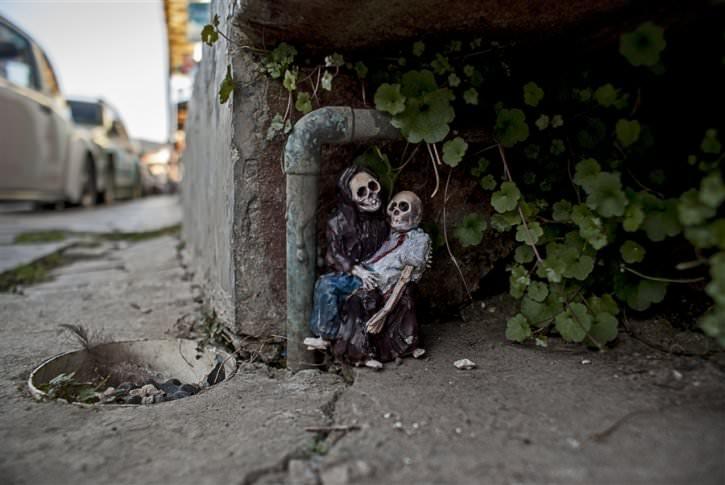 miniaturowe-szkielety-na-ulicach-9