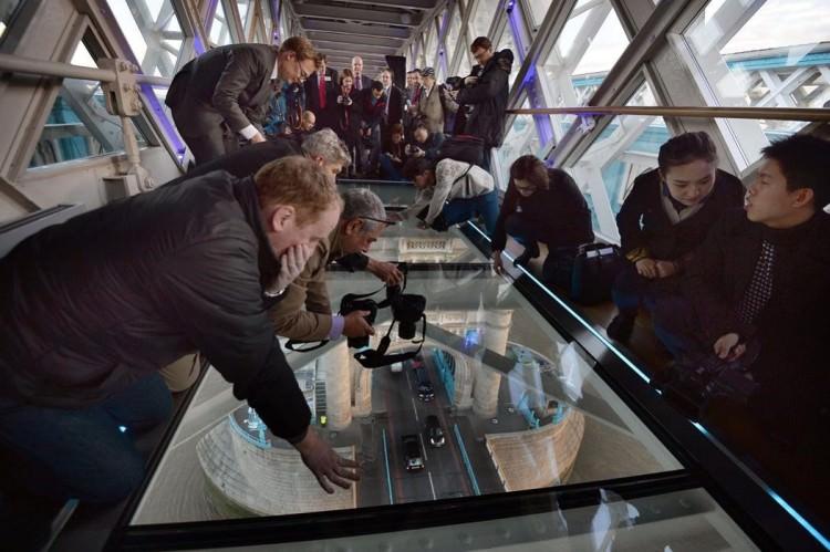 szklana-podloga-tower-bridge-6