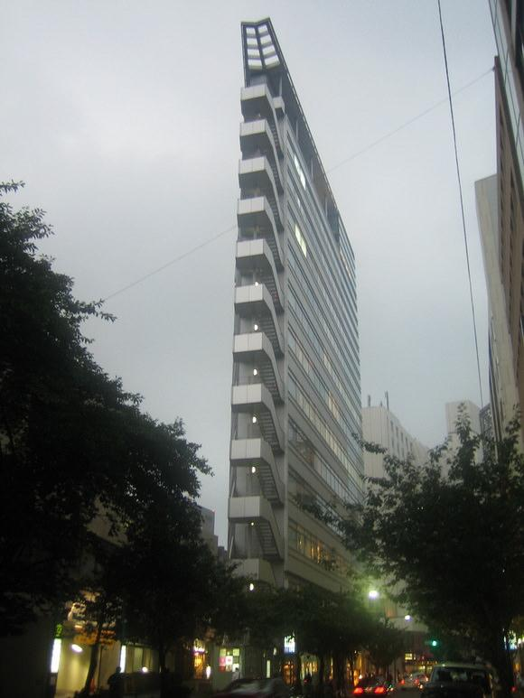 najwezsze-budynki-swiata-12