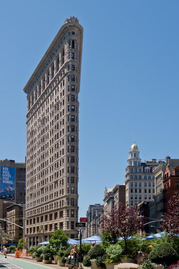najwezsze-budynki-swiata-1a