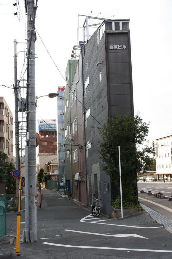 najwezsze-budynki-swiata-3