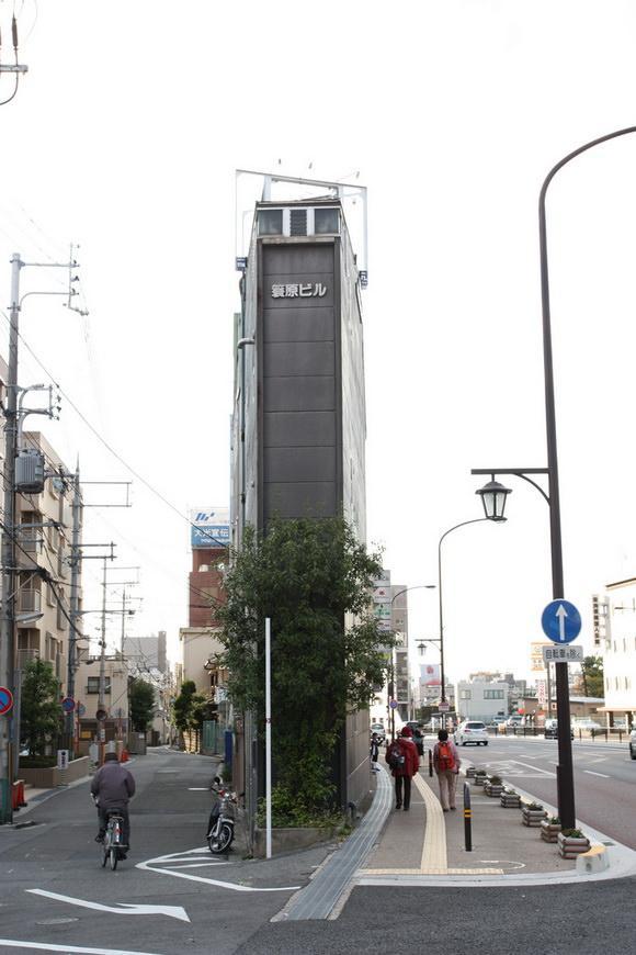 najwezsze-budynki-swiata-3a