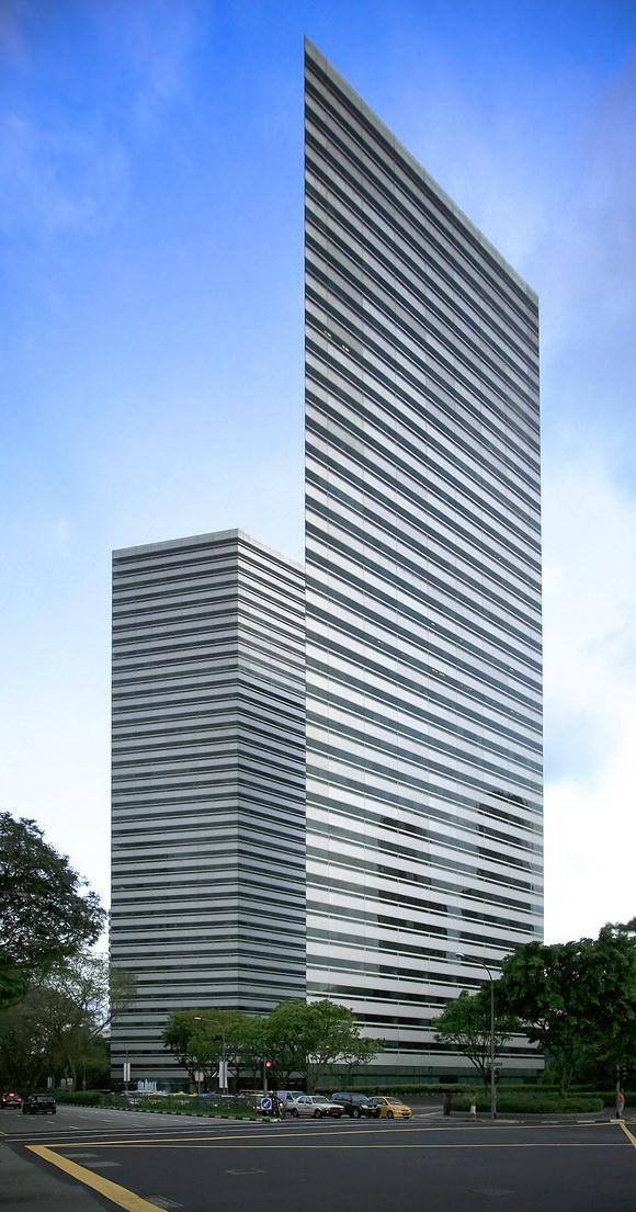najwezsze-budynki-swiata-5