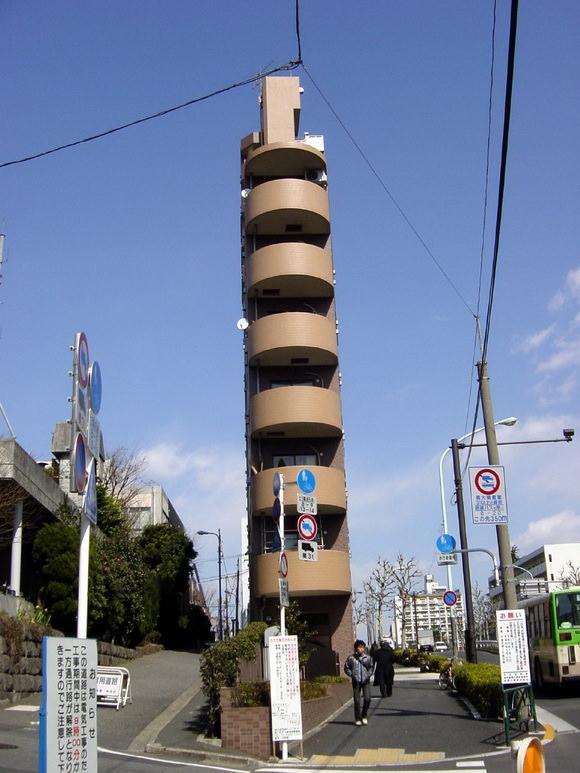najwezsze-budynki-swiata-6