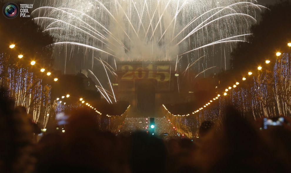 noworoczne-fajerwerki-paryz