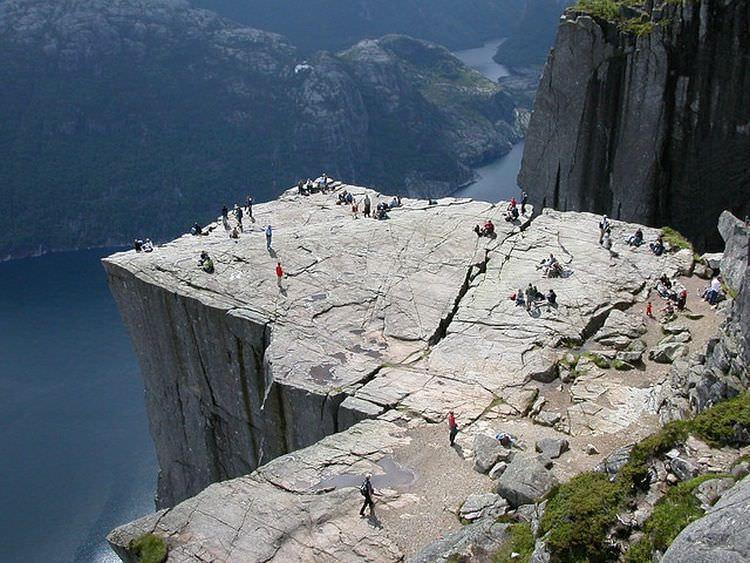 skalne-atrakcje-norwegia-preikestolen-3