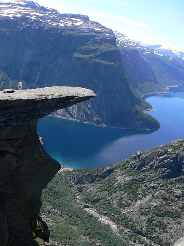 skalne-atrakcje-norwegia-trolltunga-2
