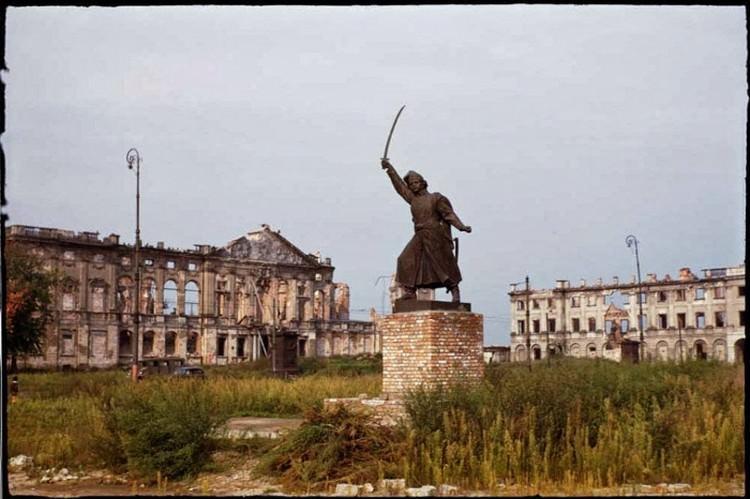 Warszawa zniszczona po wojnie - zdjęcia