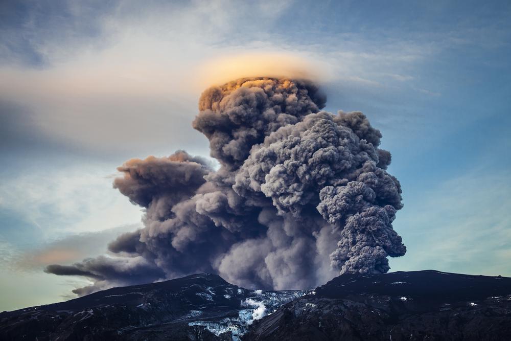 wybuchajacy wulkan na Islandii