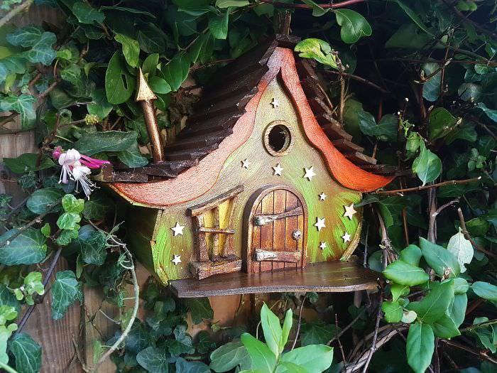 Pomysłowy karmnik dla ptaków