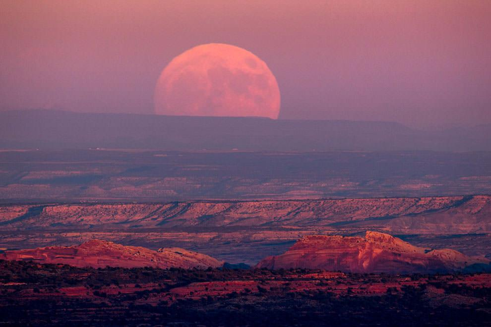 Księżyc nad doliną Bogów w USA