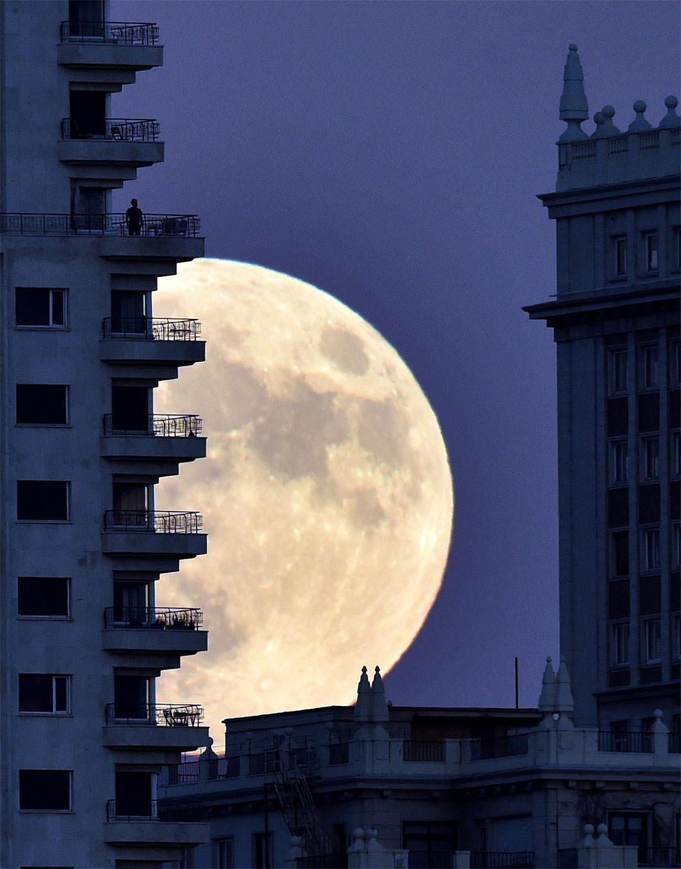 Superksiężyc nad Madrytem