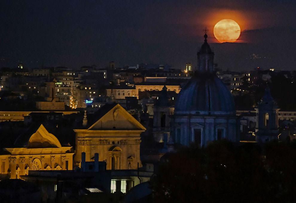 Księżyc nad Rzyemem