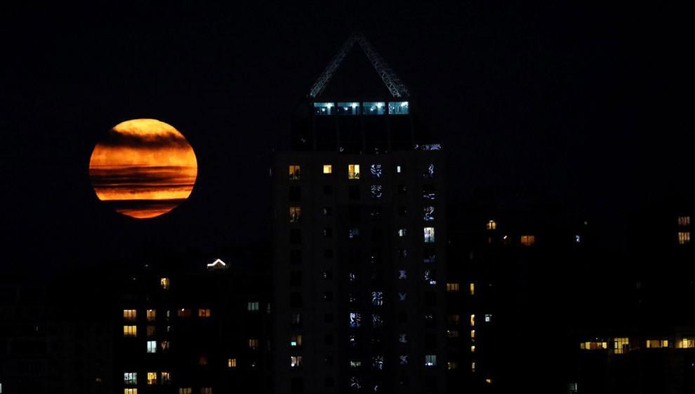 Superksiężyc nad Stambułem