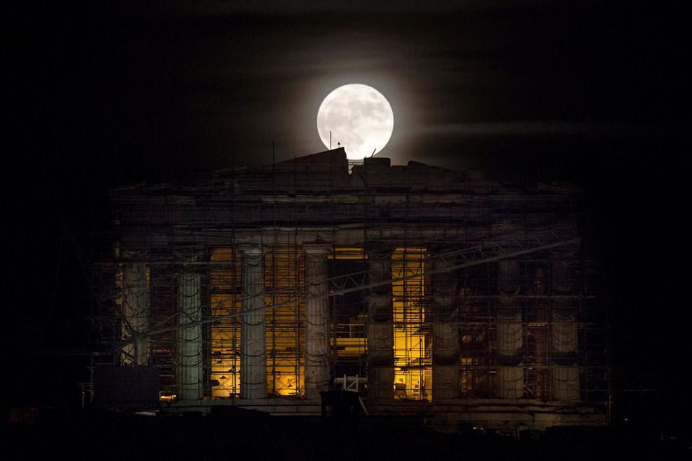 Partenon i superksiężyc