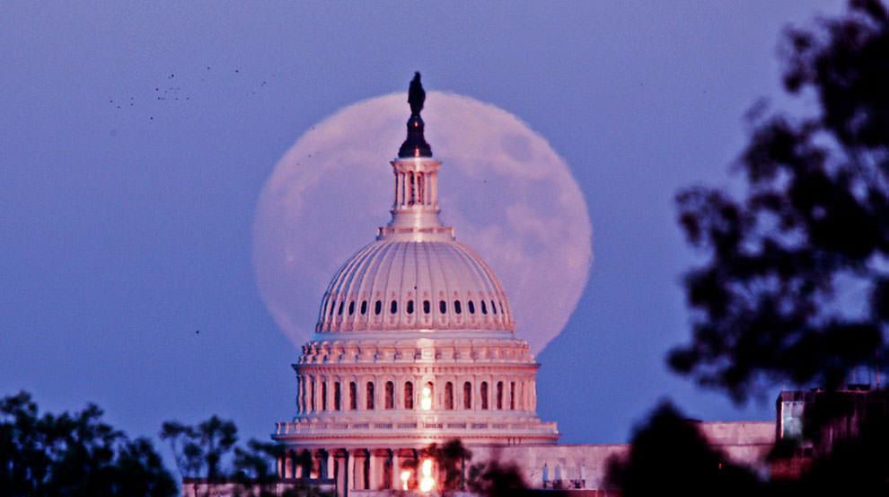 Superksiężyc nad Kapitolem (Waszyngton, USA)