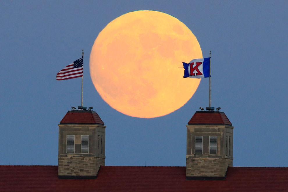 Księżyc nad Kansas (USA)