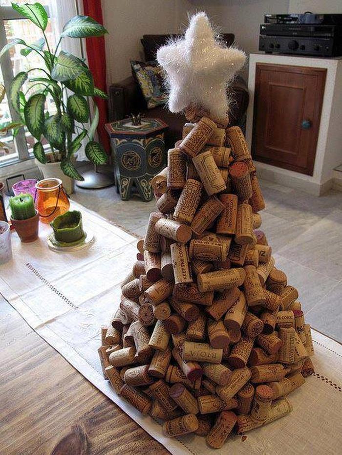 alternatywa dla tradycyjnej choinki - choinka z korków do wina