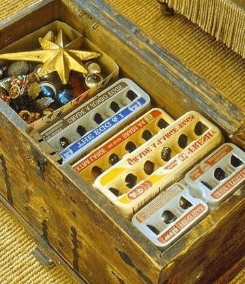 Ozdoby świąteczne w opakowaniach po jajkach