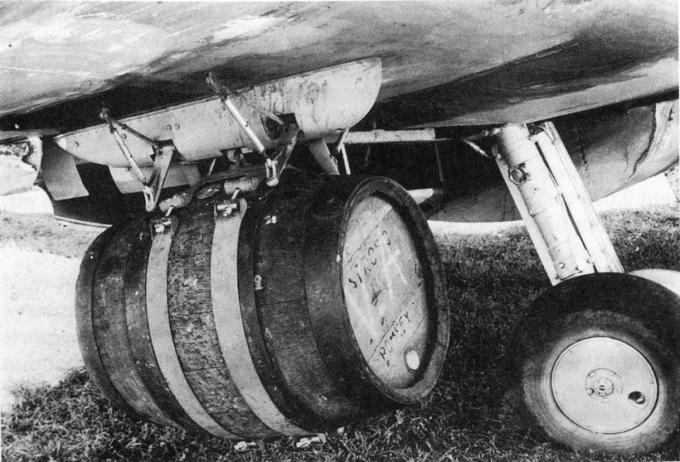 Piwo zrzucane z samolotów w Normandii 1945