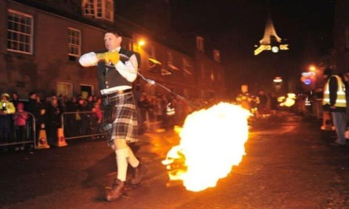 W Szkocji obywa się święto wywodzące się jeszcze z czasów pogańskich - Hogmanay