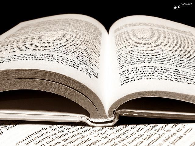 Noworoczne-postanowienia-czytanie-książek