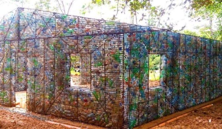 domy z butelek plastikowych w Panamie