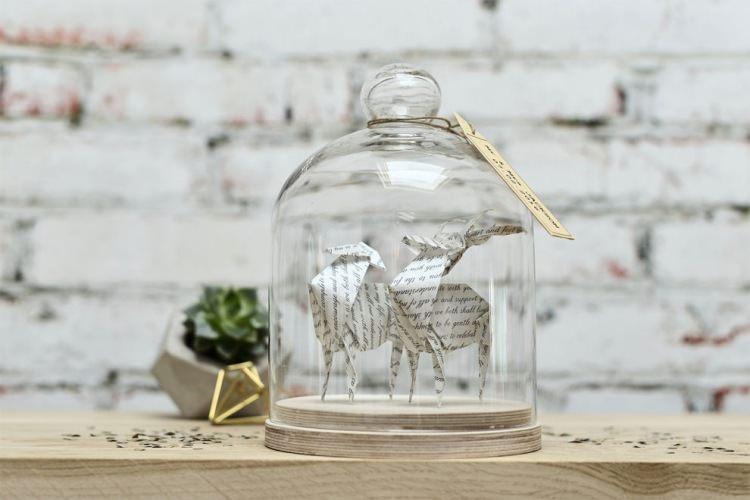 origami pod szklaną kopułą autorstwa Floriane Touitou