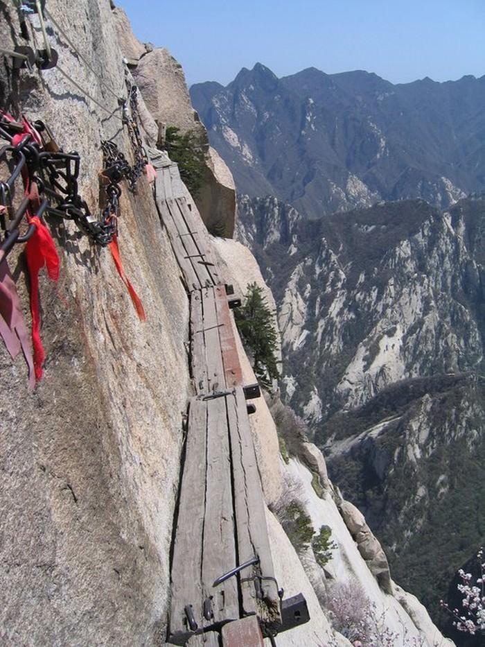 Chiny - Hua Shan, najtrudniejszy szlak wspinaczkowy na świecie
